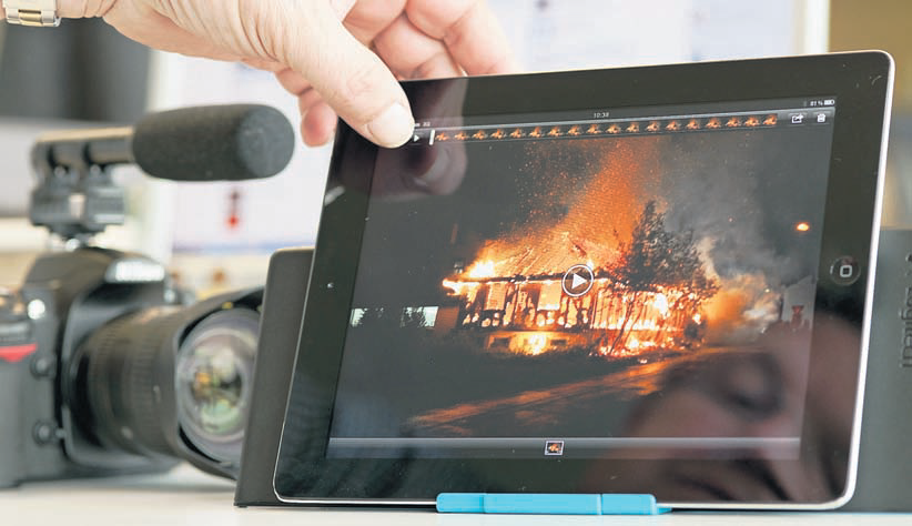 Mikrofon, Kamera, iPad: So gehen Journalisten heute auf Recherche. - Foto: Alex Spichale