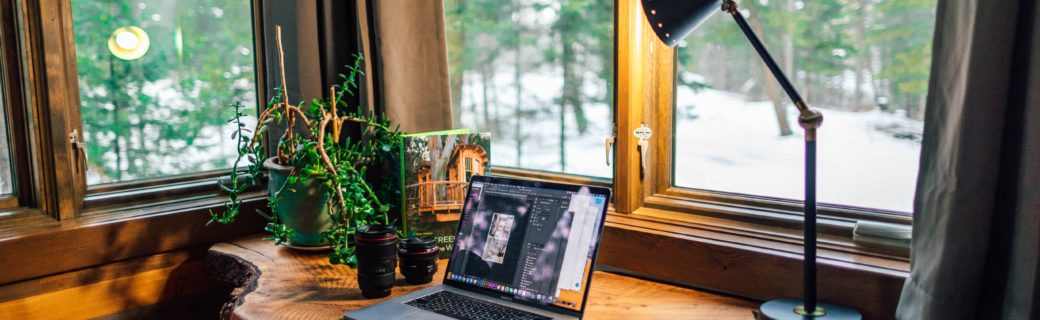 Wie arbeite ich zu Zeiten des Coronavirus effizient im Homeoffice? (Bild: Unsplash/Roberto Nickson)